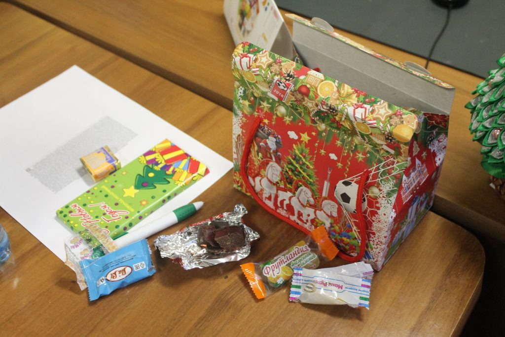 Выдачу детских новогодних подарков вСамарской области остановили до18декабря